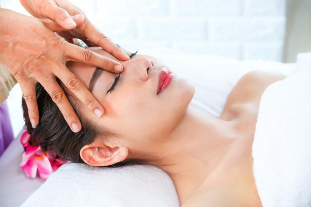 belle-femme-massage-spa_1150-14445